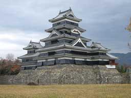 (ここに松本城の写真が入ります)